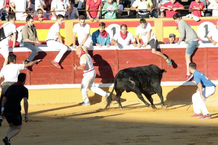 Julen Madina pega un quiebro al toro de Las Monjas